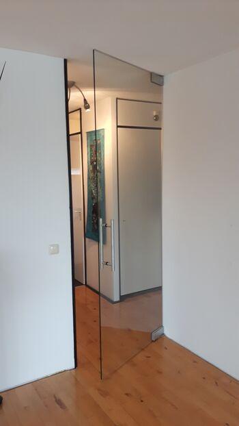 Taatsdeur lars met boven en onderschoen open