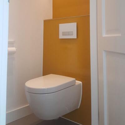 Glazen producten op maat voor in de badkamer - Wandbekleding voor wc ...